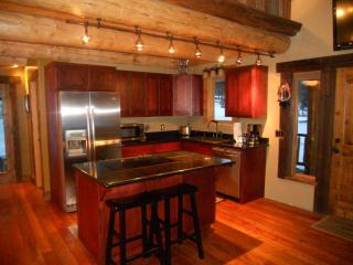 Fully equipped kitchen. cook top/stove in island