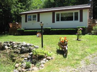 Cozy Lakeside Getaway - Lakes Region - Relax, Gilmanton