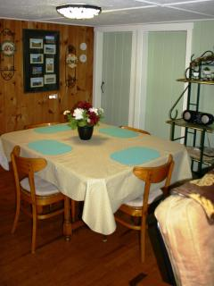 Dining area - extra chairs provided