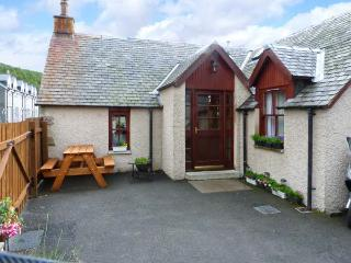 CASTLETON COTTAGE, beautiful scenery on the doorstep, woodburner, in Braemar, Ref 8465
