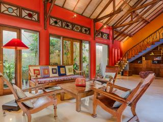 Stunning, Spacious, Colorfully Artistic Bali House, Sanur
