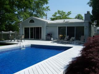3BR/2BA- Private Heated Pool Steps to Moriches Bay, Remsenburg
