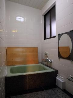 Bathroom - Tub & Shower