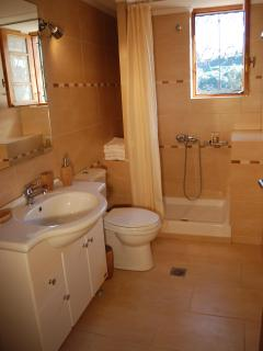 Bathroom, maisonette Kamelia