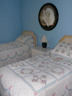 bedroom 2, twin beds