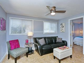Siesta Key 2 Bedroom 1 Bath Modern/Contemporary Decor Apartment