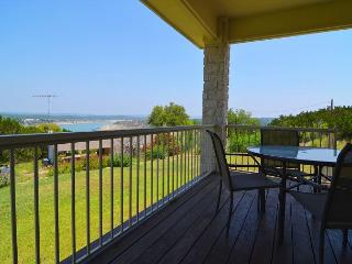 3B/2B home on hills of Briacliff with a Spectacular view.