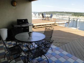 Condo right by the Briarcliff Marina with Ubelieveable View of the Lake