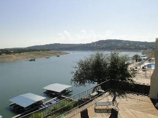 2bdr/2bath Waterfront Condo w/ Hot Tub!, Spicewood