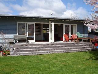 Wharewaka Cottage - Taupo's Home Away from Home