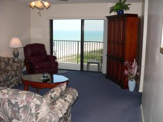 Oceanfront 2 Bedroom 8th floor Condo, Cocoa Beach