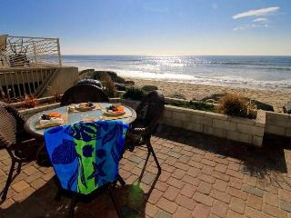 Condo on the Beach, 2br, 2ba, spa, oceanfront balcony and patio, Oceanside