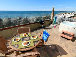 Oceanfront unit with 4br/4ba, brand new, beach patio with private spa, bbq, Oceanside