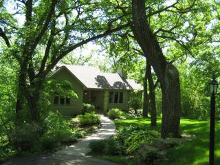 SECLUDED- 450' DRIVEWAY- 3 bd-3 1/2 BATH- PERFECT GETAWAY FOR FAMILY & FRIENDS