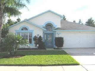 Luxury 4 Bedroom Villa w/pool, 2 Miles from Disney, Kissimmee