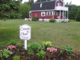 Crimson and Clover Oceanview Cottage, Savage Harbour