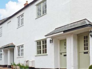 LITTLE DRAGONS easy reach of beach, period cottage with woodburner in Dunster, Ref 11686