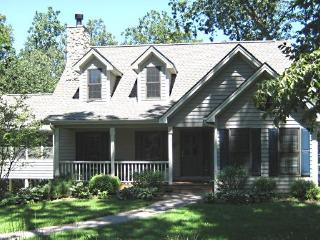4 BDRM- 4 1/2 BATH- 3 LEVELS- SPACIOUS & COMFORTABLE RETREAT FOR FAMILY- FRIENDS