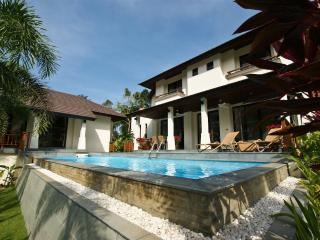 Maenam, Koh Samui, 3 bed & 3,5 bath, Beach & Golf Holiday Villa.
