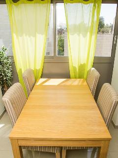 Dining Table (for 4-6 people)