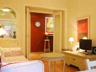 FS1- Eixample Hospital Clínic- Elegant Apartment, Barcelona