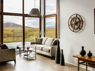 Relax at luxury self-catering cottage in Golden Circle area