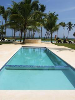 LAS DUNAS Beachfront 2 BR CONDO- OCEAN VIEWS