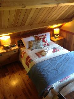 Queen bed in Timberframe barn