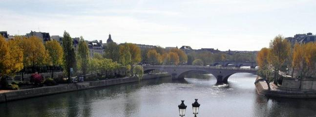 View on the Ile Saint Louis and Louis Philippe bridge