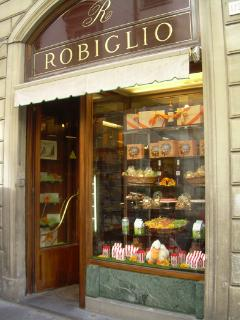 Robiglio's pastry shop: a celebrity in the same building