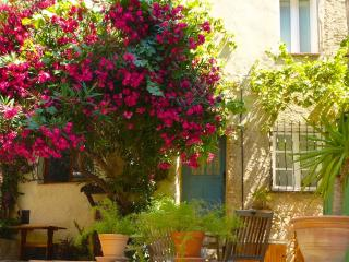 Quaint House in Heart of Medieval Village, Cagnes-sur-Mer