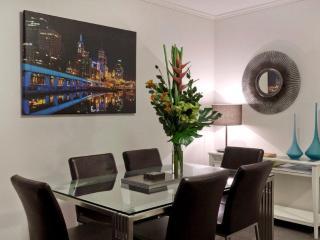 Southbank Bayviews  serviced apartment modern comfortable dining area