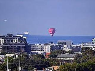 Port Melbourne Serviced Apartment  hot air balloons