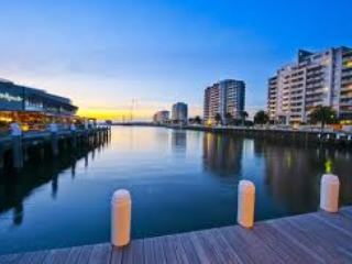 Port Melbourne Serviced Apartment  waterfront restaurants