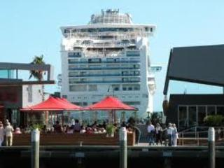 Port Melbourne Serviced Apartment  ships & cafes
