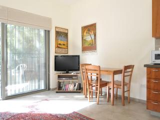 BEAUTIFUL 1 BR IN HEART OF J'LEM'S CULTURAL MILE, Jerusalém