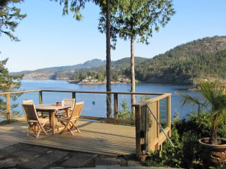 The Wharf Waterfront Suite - quiet, private wharf, 1000 sq ft self-cont. suite