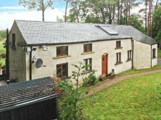 GLORY COTTAGE, single storey, woodburner, raised deck overlooking river, near Ke