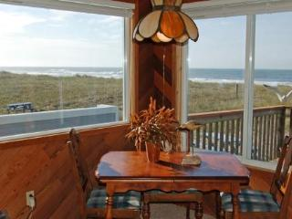 Nancy's Beach Front House, Three Bedroom, Wi-Fi, Rockaway Beach