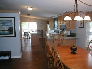 3/2 Canal Home $150/weekday-$275 weekend, Granbury