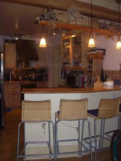 Gormet kitchen with breakfast bar