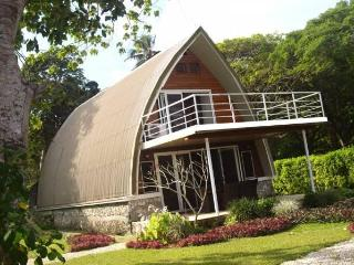 Villa BELLE, Luxury 4 Bed 2 Bath OCEAN Front, Port Vila
