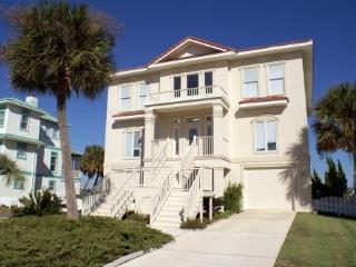 Lovely Waterfront Home with yard, Pool Access, 5 Bd, Sleeps 10, Pets ok, Fishing, Cayo Perdido