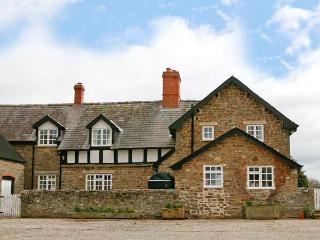 PARTRIDGE FARM COTTAGE, romantic cottage with rural views, Rayburn, en-suite, good walking base in Linley, Ref 13875