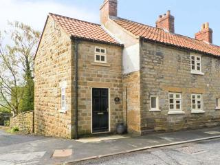 THE COTTAGE, woodburning stove, beams, with conservatory in Ampleforth, Ref 12537
