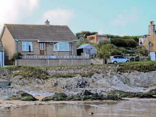 BEACH COTTAGE, detached cottage, with sea views, open fire, walking distance to beach, in Sandend, Ref 12172, Cullen