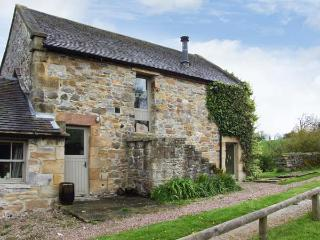 THE OLD DAIRY, open fire, country location, walking from doorstep, in Hulme
