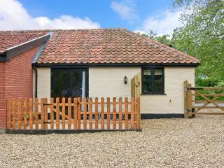 THE KILN, romantic retreat, with en-suite bedroom, and private patio area, in Withersdale Street, Ref 15757, Harleston