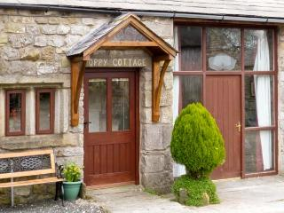 POPPY COTTAGE, open fire, countryside views, character features in Horton-in-Ribblesdale, Ref: 5457, Noord-Yorkshire