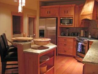 Pet Friendly Grand Lodges - Heated Pool & Hot Tub!, Government Camp